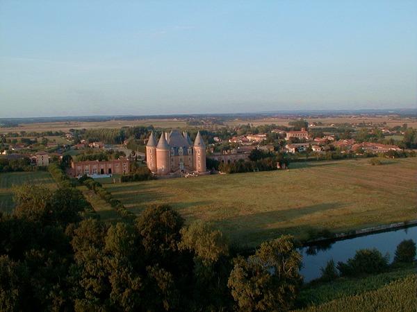 vue aérienne de Saint Elix Le Chateau en Haute-Garonne